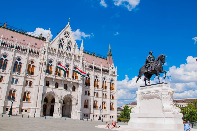 Памятник графу Дьюла Андраши — венгерский государственный и политический деятель