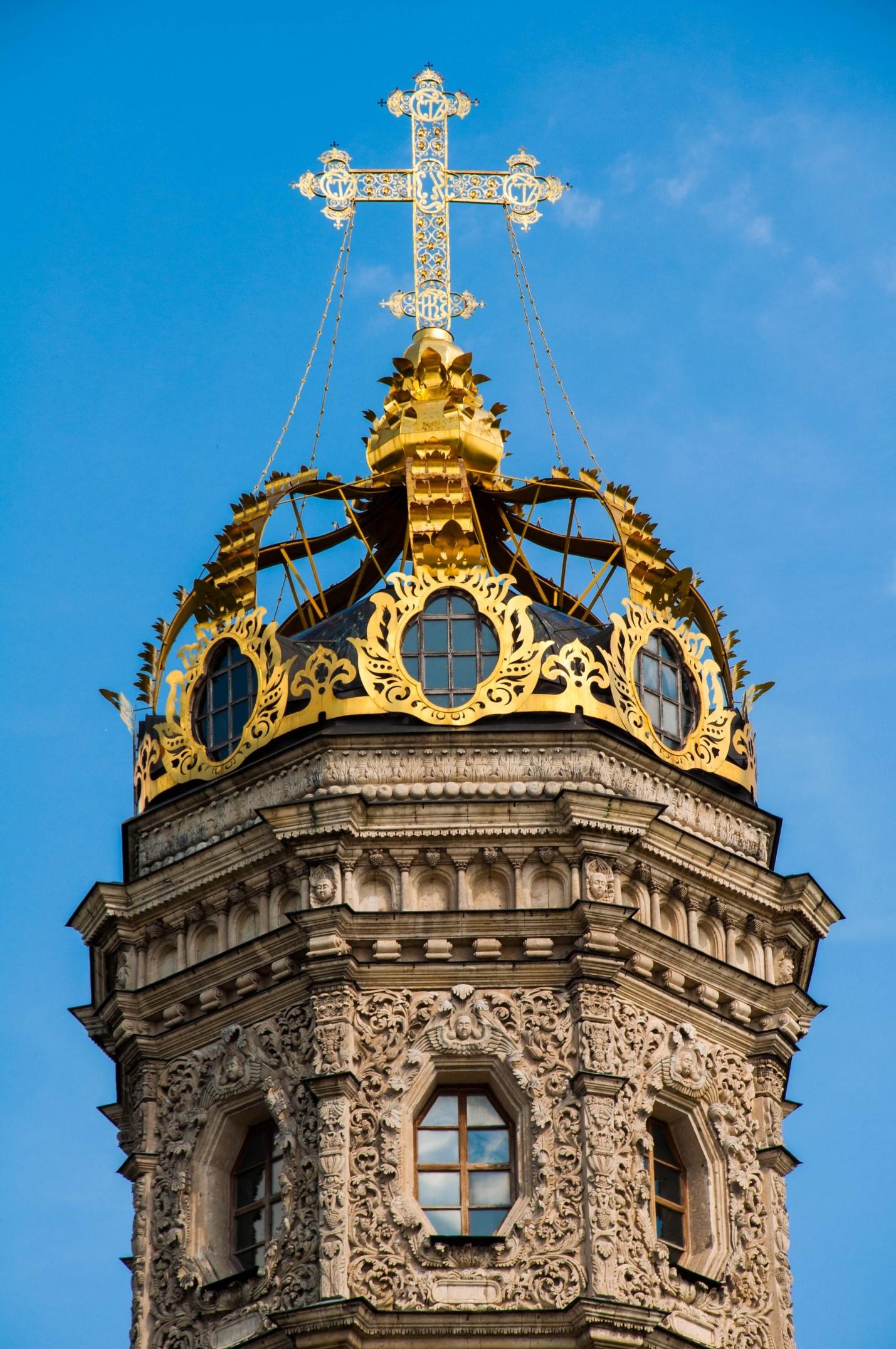 Корона на Знаменской церкви в Дубровицах, Подмосковье