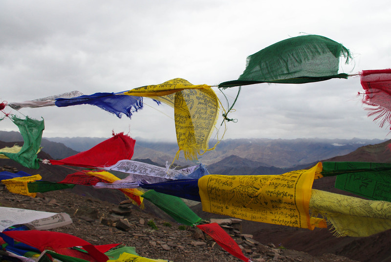 Молитвенные флажки в Гималаях