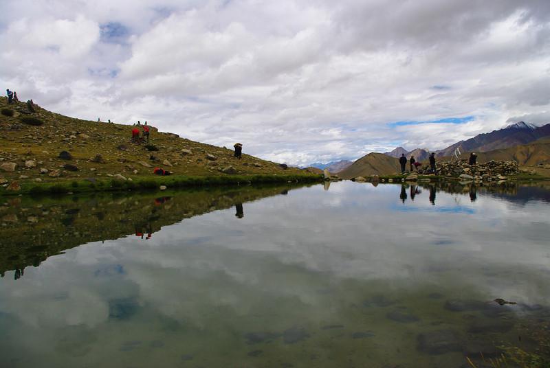 Озеро в горах Гималаи