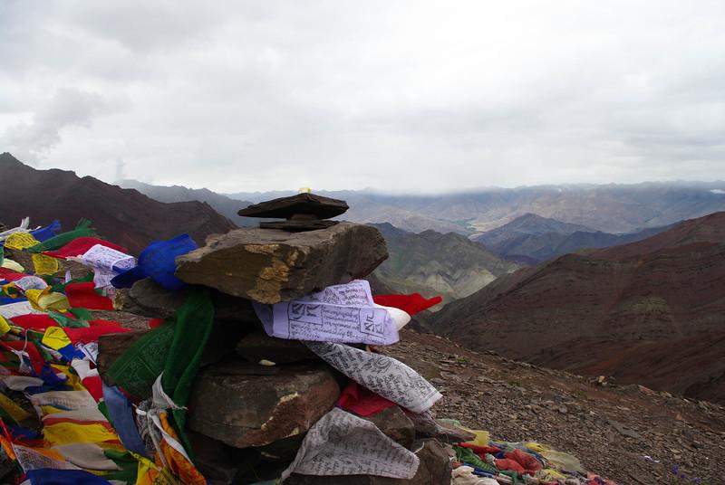 Молитвенный флажки на перевале 5200м, Гималаи