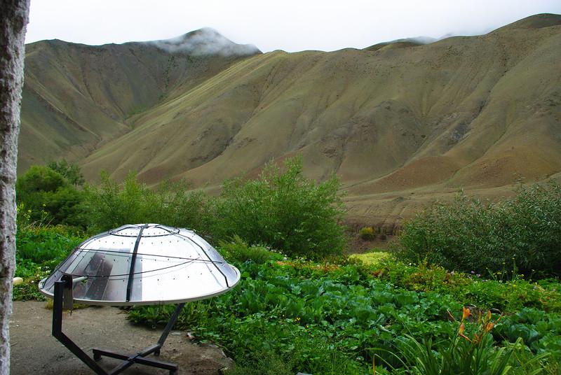 Печь на солнечной энергии в Гималаях