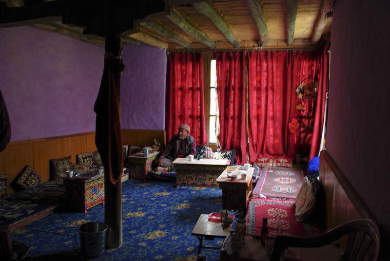 Внутри дома в Гималаях