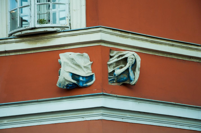 Приведение пролетающее сквозь здание, Будапешт