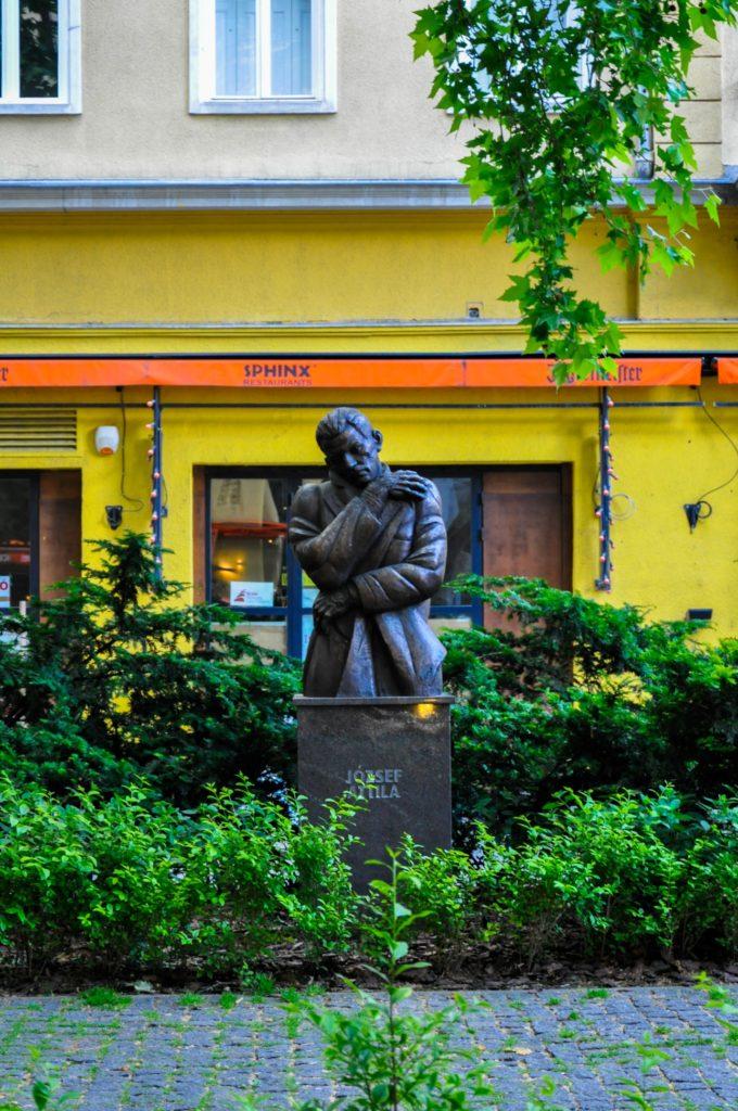 Памятник поэту Аттиле Йожефу, Будапешт