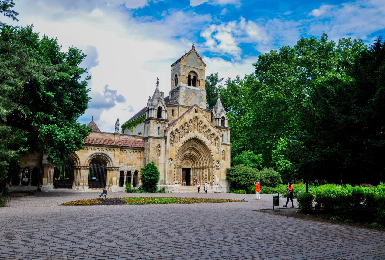 Церковь около замка Вайдахуняд, Будапешт, Венгрия