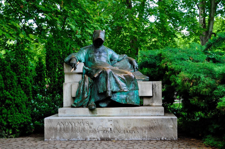 Памятник Анониму в Будапеште, Венгрия