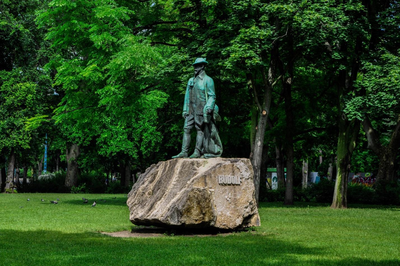 Памятник в парке Будапешта, Венгрия