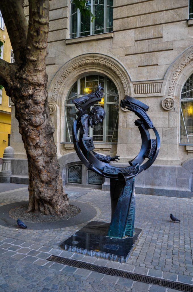 Символический памятник венгерскому и английскому дирижеру еврейского происхождения сэру Георгу Шолти в Будапеште