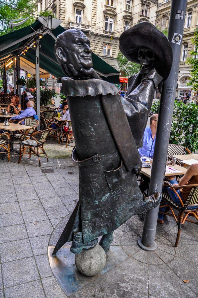 Интересный памятник в Будапеште