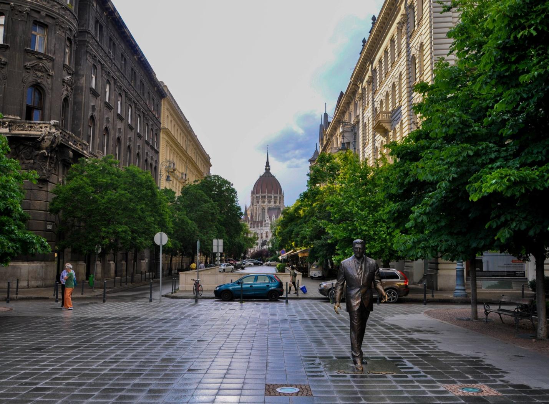 Памятник Рональду Рейгану в Будапеште, Венгрия