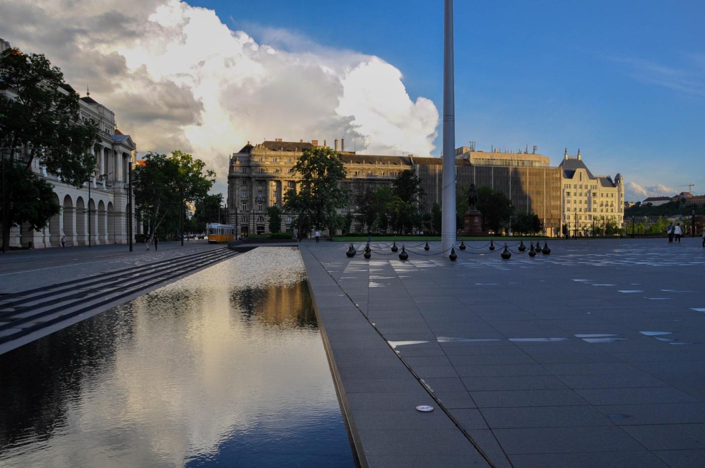 Площадь около Здания Венгерского парламента, Будапешт