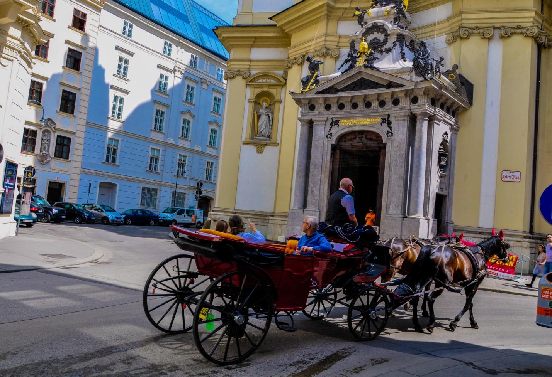 Фиакр в Вене. Конный экипаж. Австрия