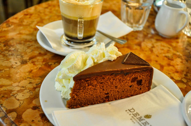 Торт Захер в кофейне Демель, Вена, Австрия
