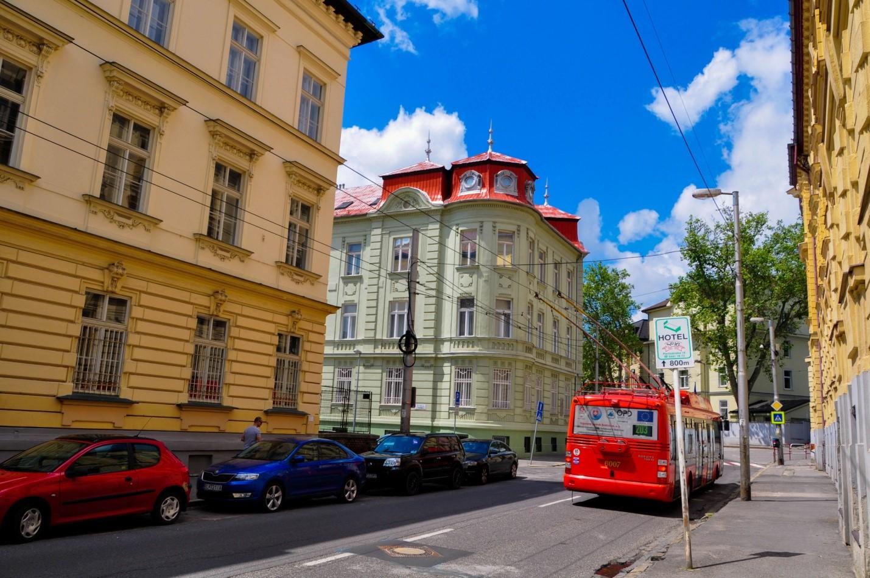 Троллейбус на улице в Братиславе