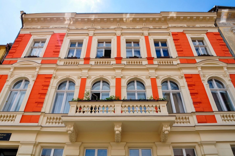 Яркий красочный дом в Братиславе