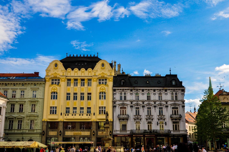 Главная площадь и фонтан Роланда в Братиславе