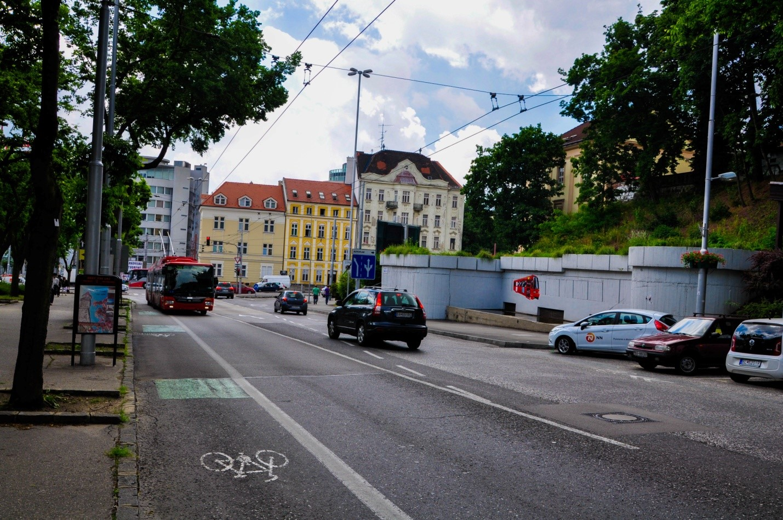 Улица Братиславы