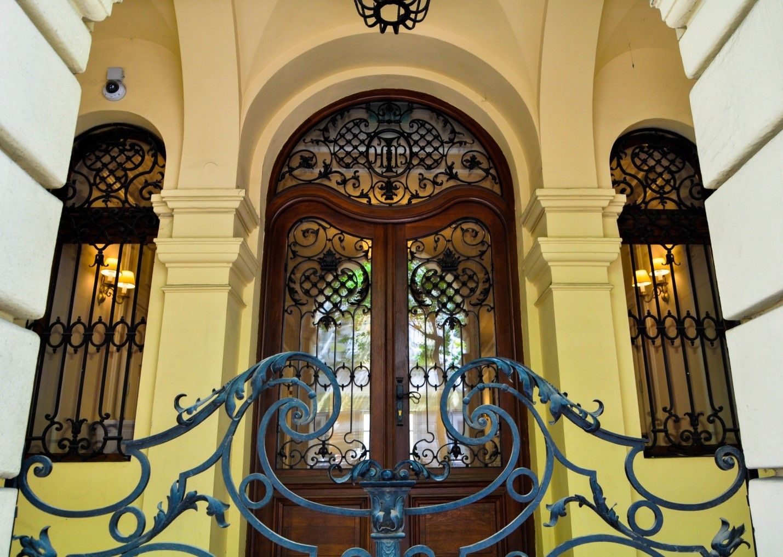 Красивый вход в дом в Братиславе