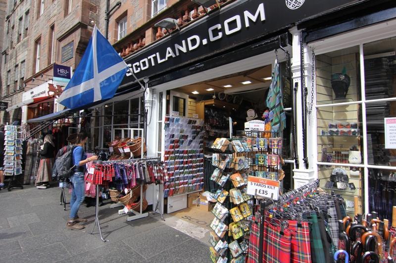 Магазин с сувенирами в Эдинбурге, Шотландия