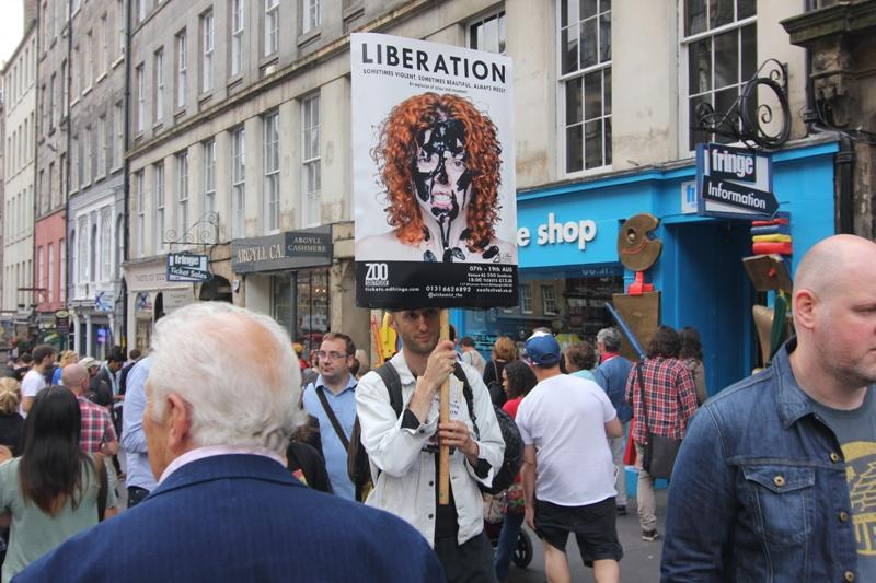 Туристическая улица в Эдинбурге
