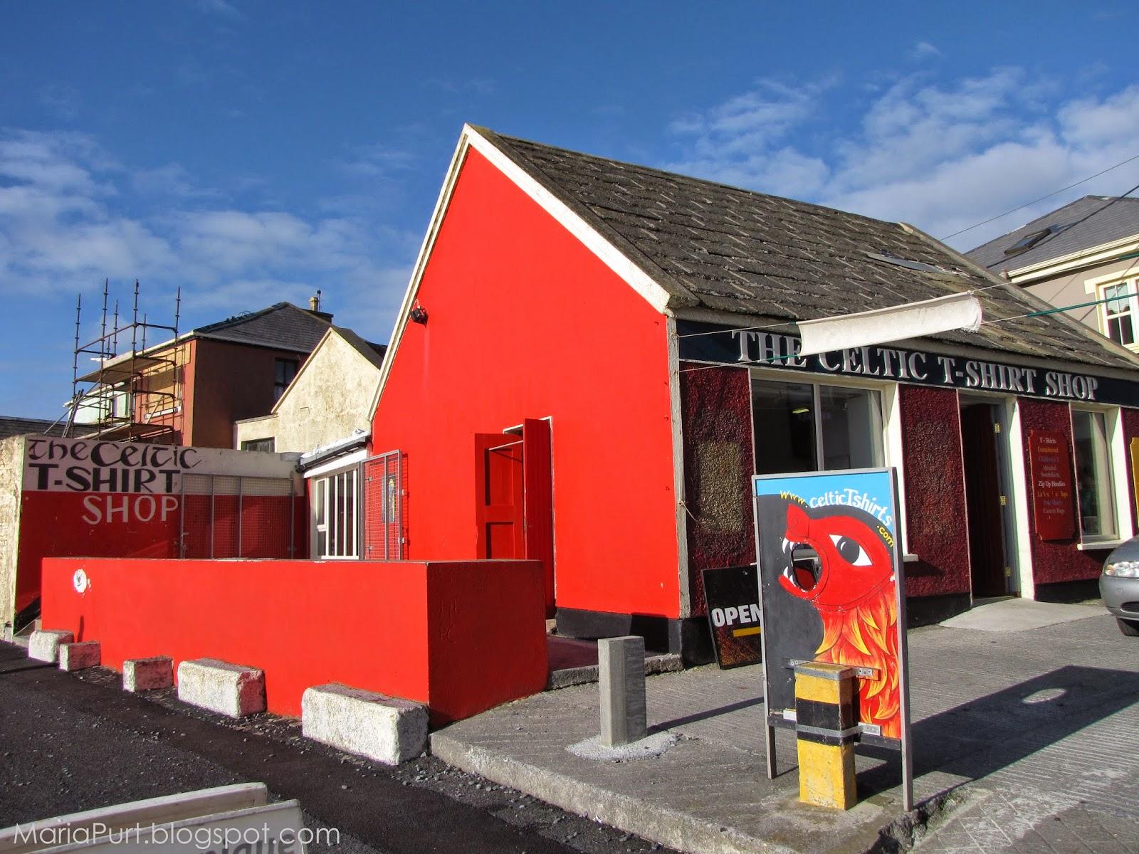 Красный магазин в Ирландии