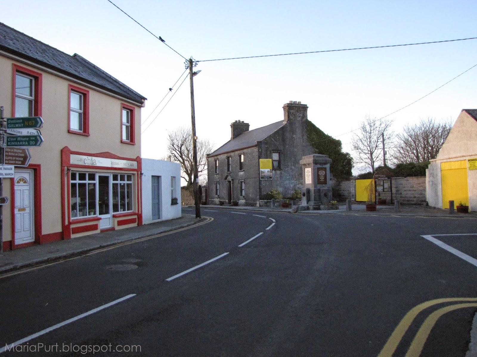 Тихая уютная улочка в небольшом городке в Ирландии