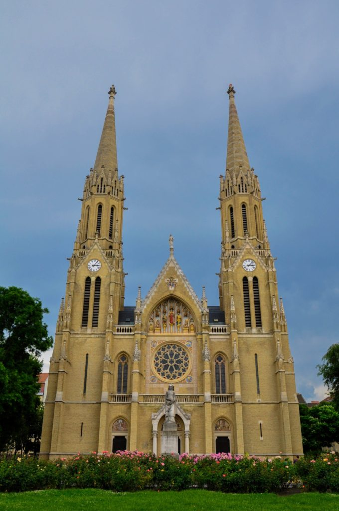 Церковь Святой Елизаветы династии Арпадов в неоготическом стиле в Будапеште, Венгрия