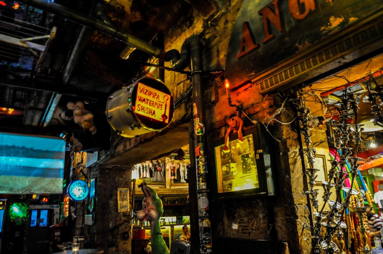 Руин-бар Szimpla Kert в Будапеште, Венгрия