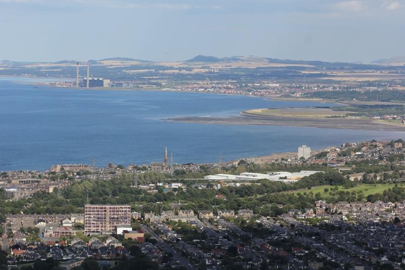 Залив и Угольная электростанция около Эдинбурга