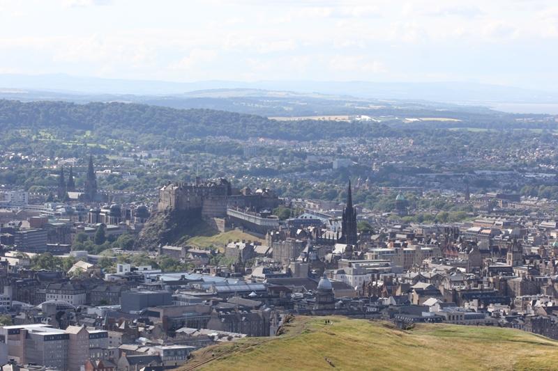 Панорама Эдинбурга с Трона Артура