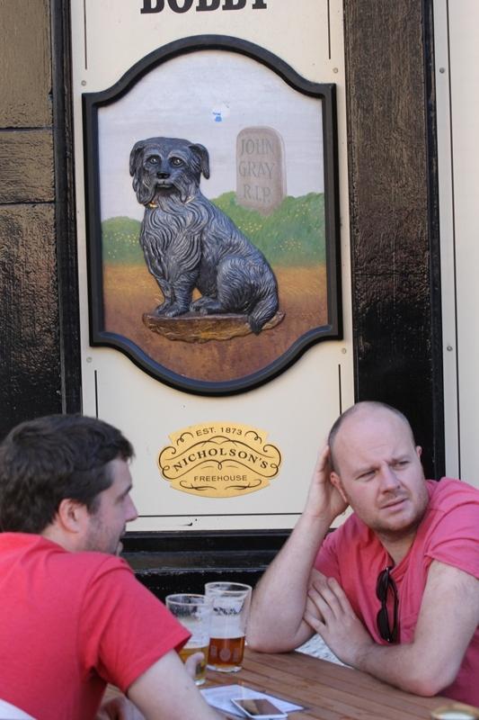 Пёс Бобби в пабе Эдинбурга, Шотландия