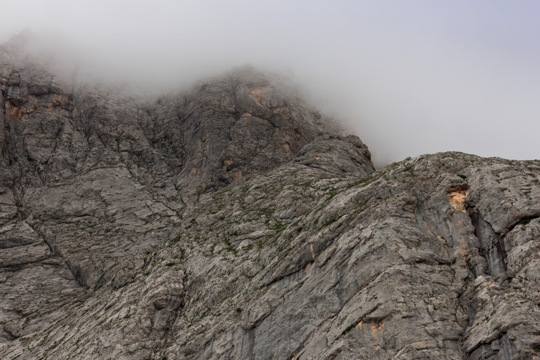 Скала около водопада Фишт, Водопадистый