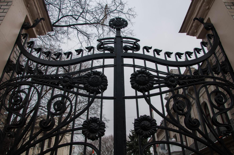 Архитектура Москвы: ворота особняка Бахрушина–Бардыгина, посольство Индии