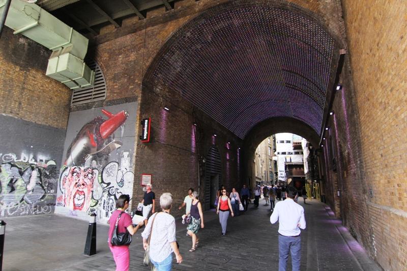 Под мостом в Лондоне