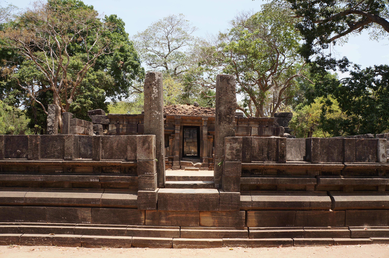 Руины древнего города Полоннарува на Шри-Ланка, Цейлон
