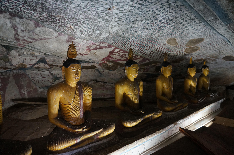 Древний пещерный храм Дамбулла на острове Цейлон, Шри-Ланка
