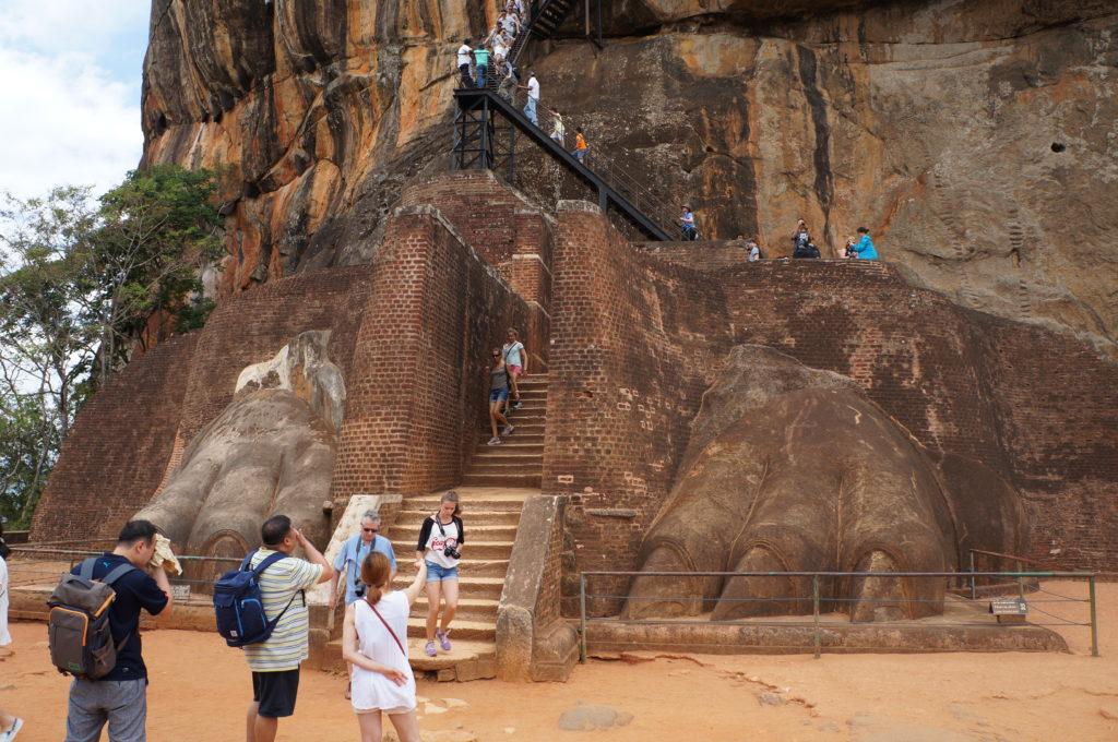 Ступеньки на львиную скалу, Сигирия, Цейлон, Шри-Ланка