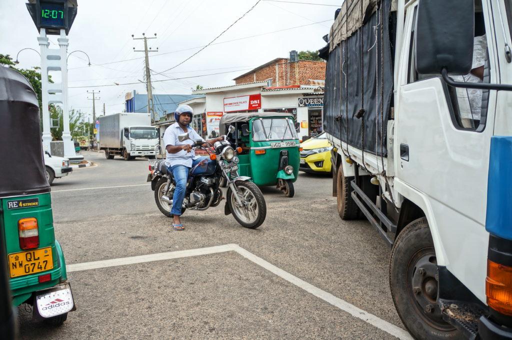 Дорожное движение на Шри-Ланке