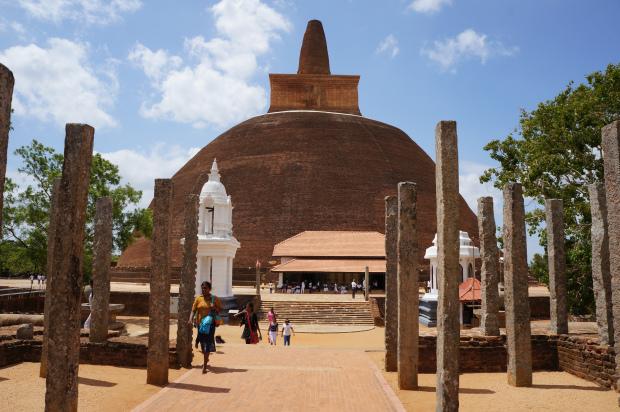 Руины древнего города Анурадхапура на Шри-Ланке, Цейлон