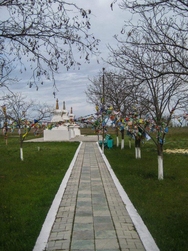 Ступы возле старого хурула в Элисте