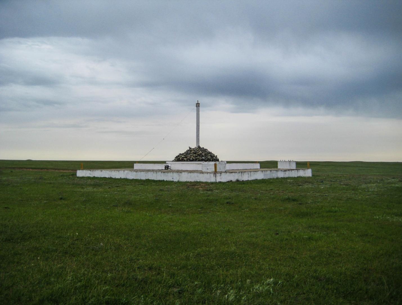 Сооружение в степи Калмыкии