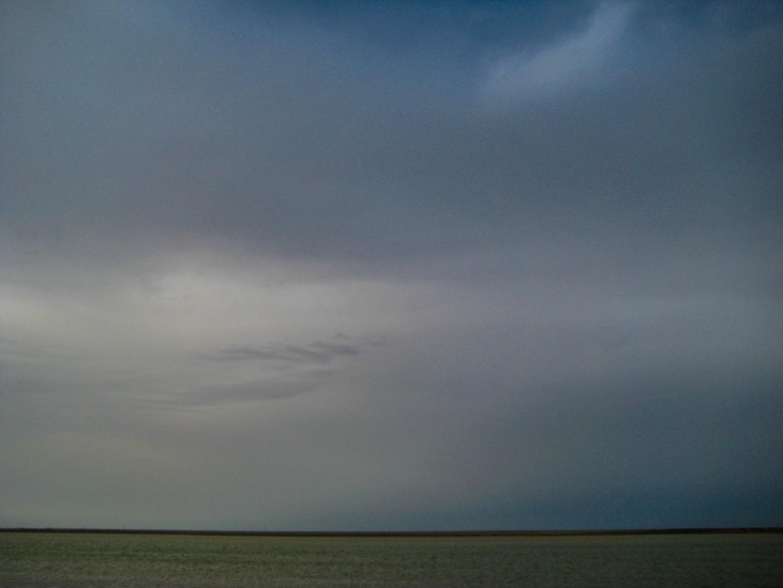 Вечернее пасмурное небо над калмыцкой степью