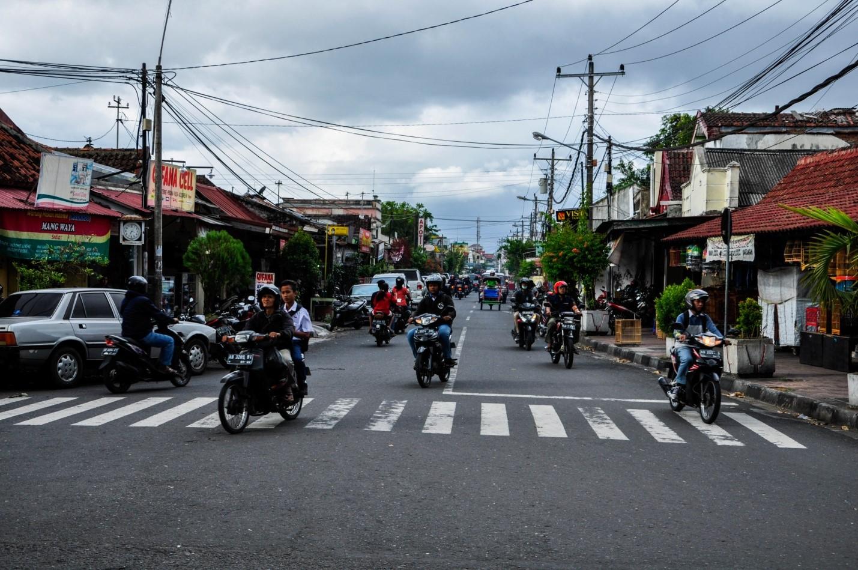 Уличный трафик на острове Ява, Индонезия