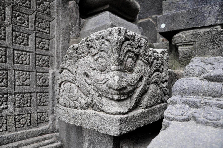 Рельефные изображения на стенах храмового комплекса Прамбанан, остров Ява