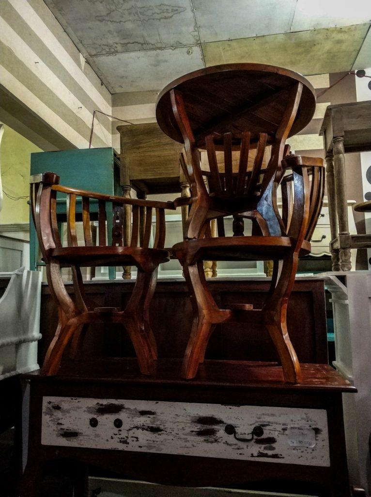 Старая мебель на острове Ява, Индонезия. Комод