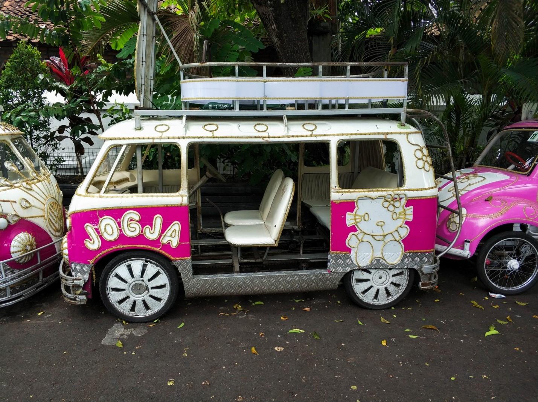 Volkswagen Bulli розовый hello kitty