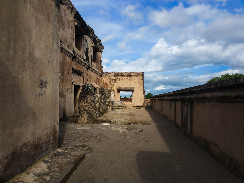 Таман-Сари. Водный дворец на острове Ява. Руины