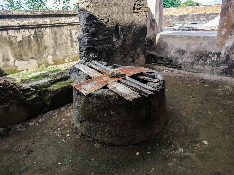 Таман-Сари. Водный дворец на острове Ява. Колодец