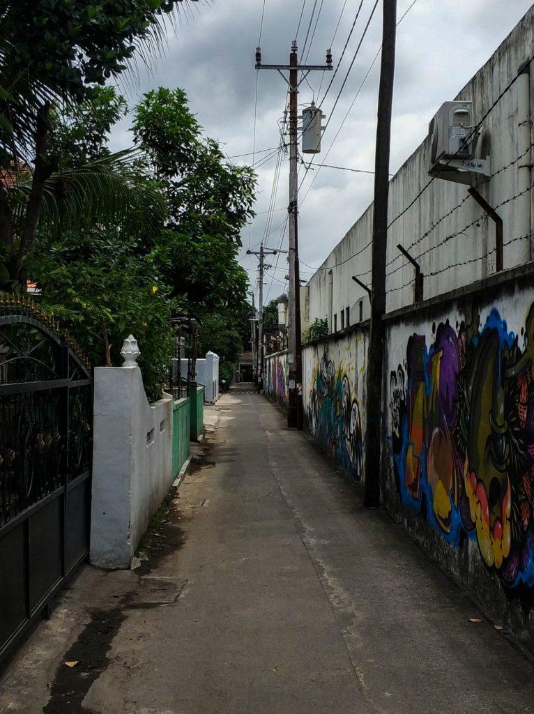 Узкая улица на острове Ява